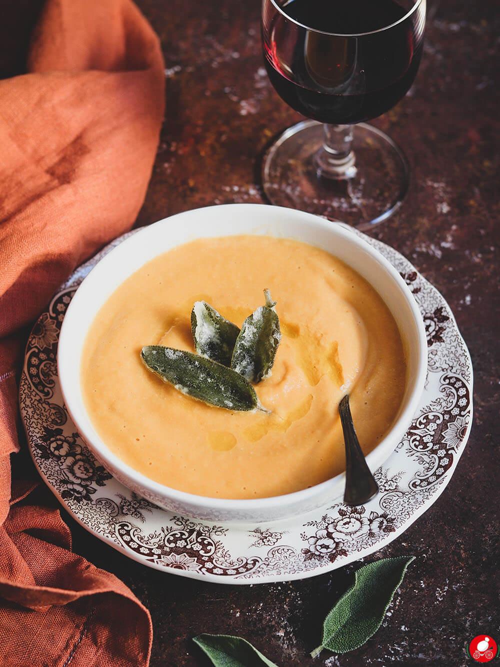 La Mozzarella In Carrozza - Vellutata di ceci e zucca con salvia croccante