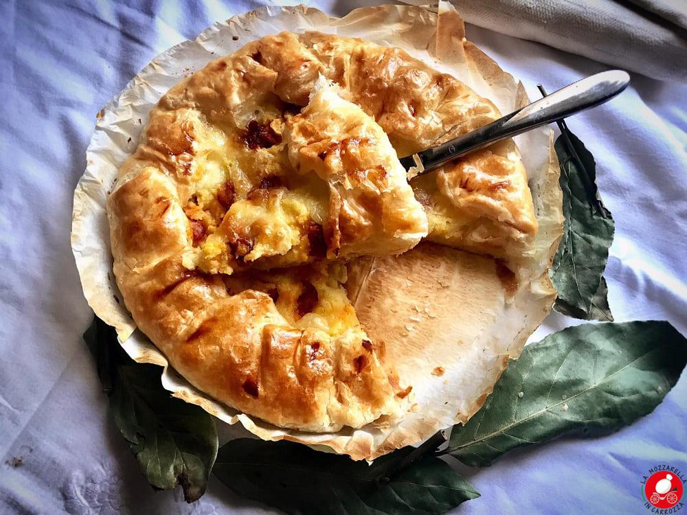 La Mozzarella in Carrozza - Torta salata con patate e salsiccia