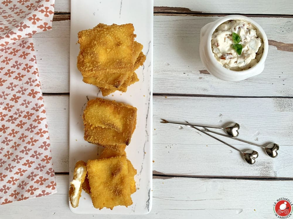 La Mozzarella In Carrozza - Focaccia @Tossini fried bites