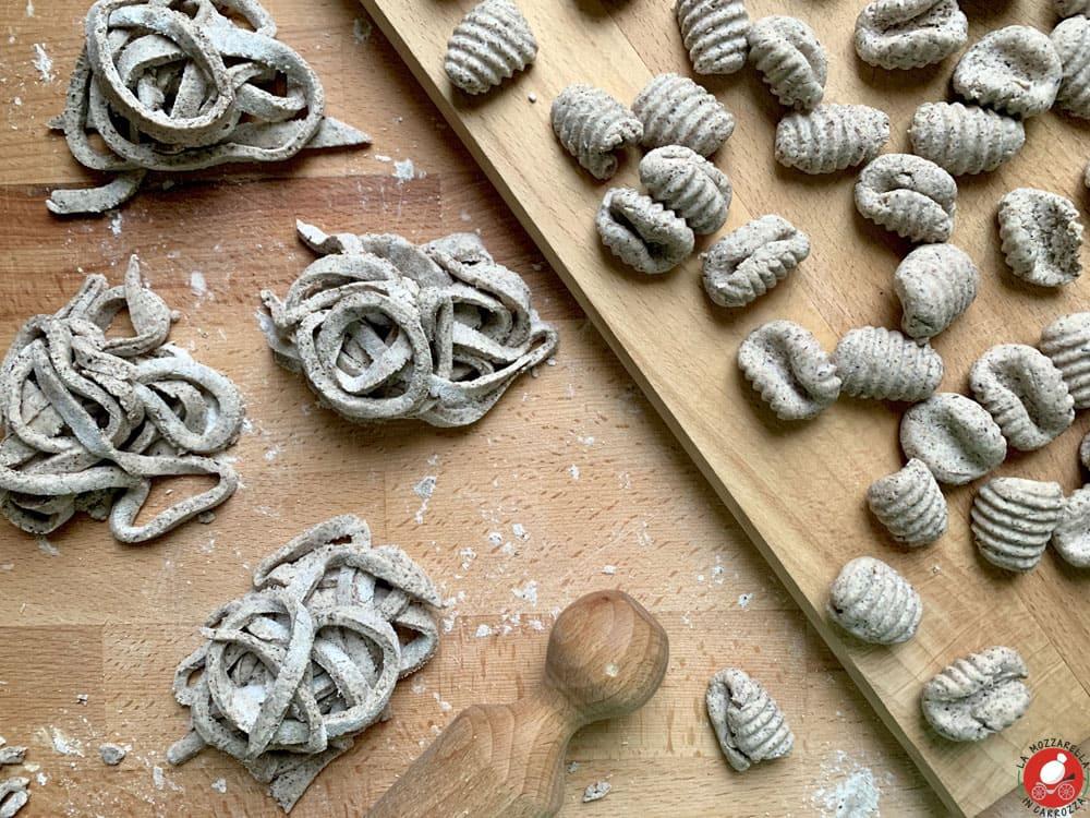 La Mozzarella In Carrozza - Buckwheat flour pasta (recipe for pizzoccheri, tagliolini or gnocchi)
