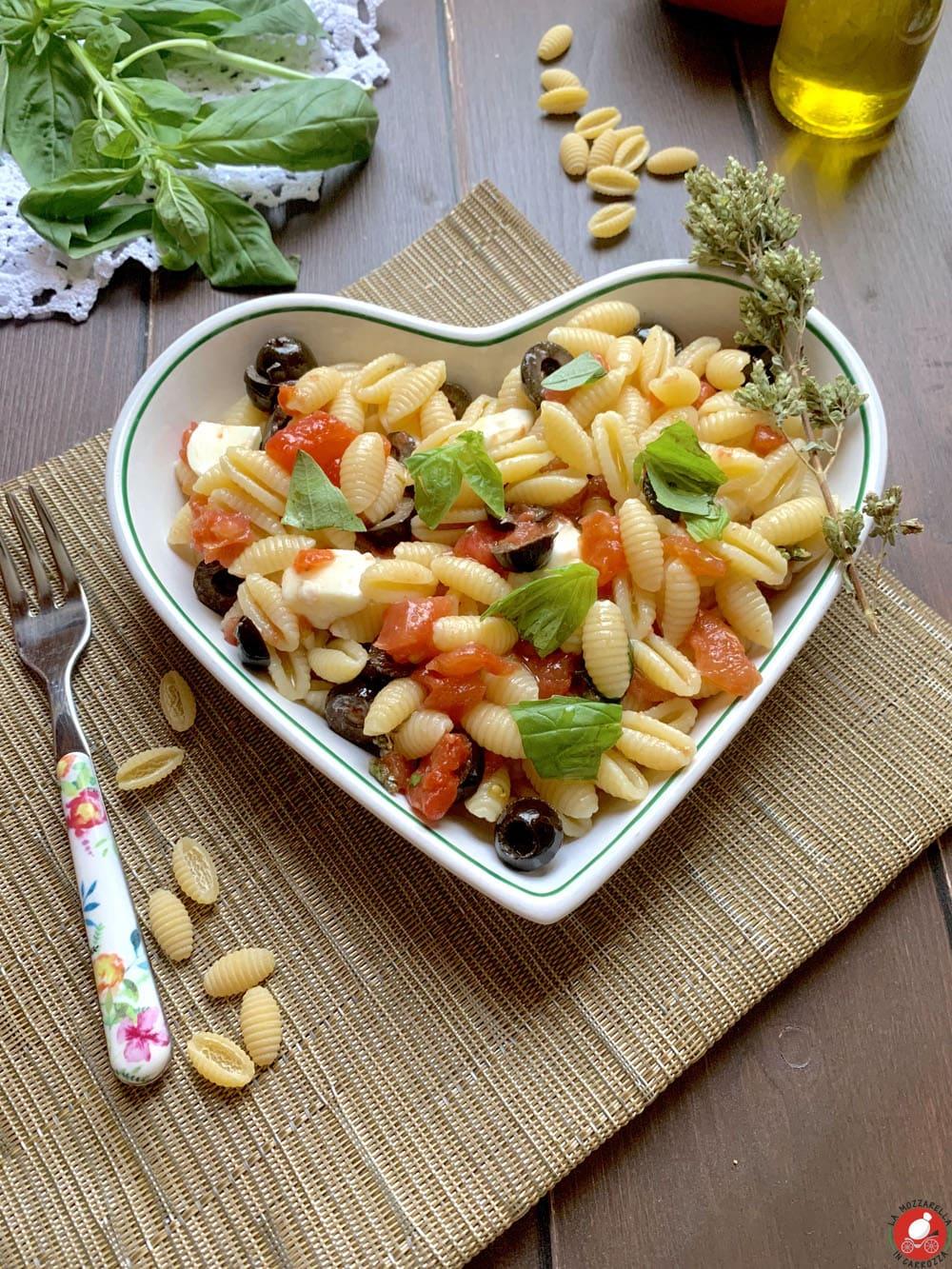 La Mozzarella in Carrozza - Pasta alla crudaiola con mozzarella e olive