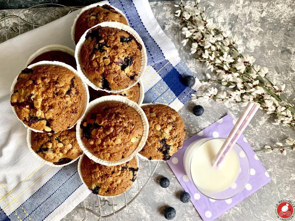 La Mozzarella in Carrozza - BlackBerry muffins with white chocolate chips