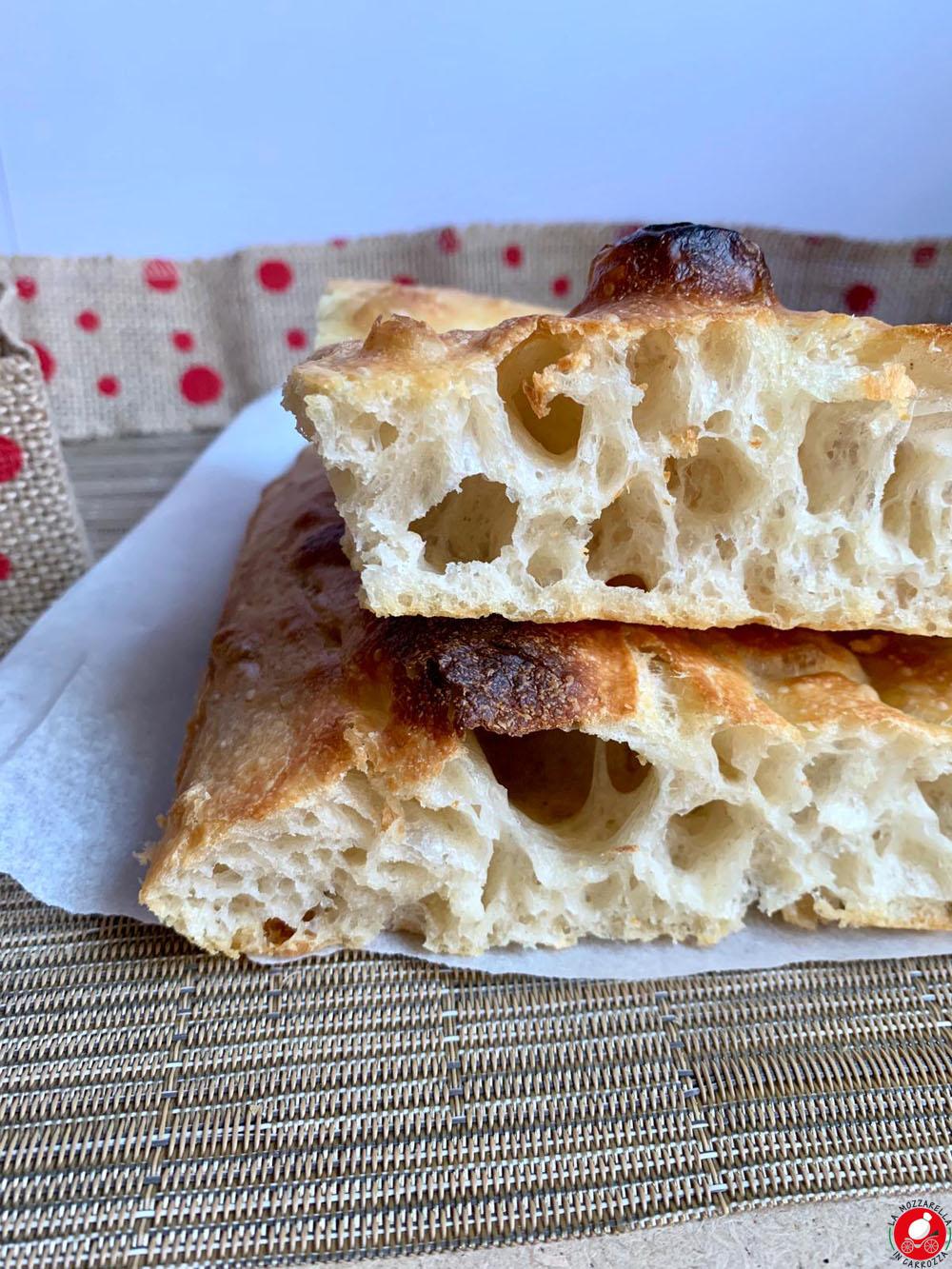 La Mozzarella in Carrozza - Focaccia all'80% di Idratazione