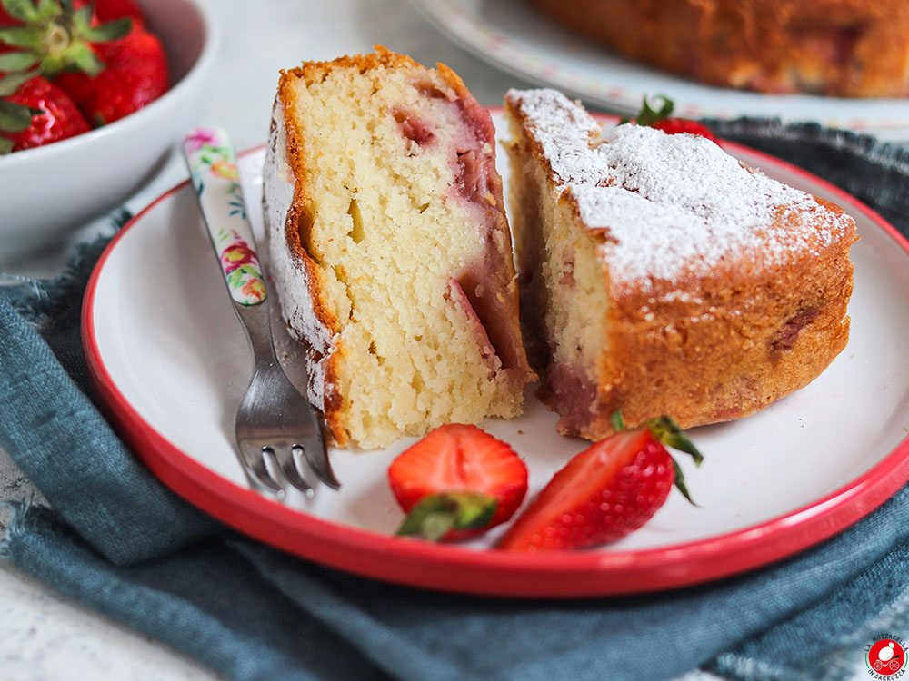 La Mozzarella In Carrozza - Simple vanilla scented cake with strawberries