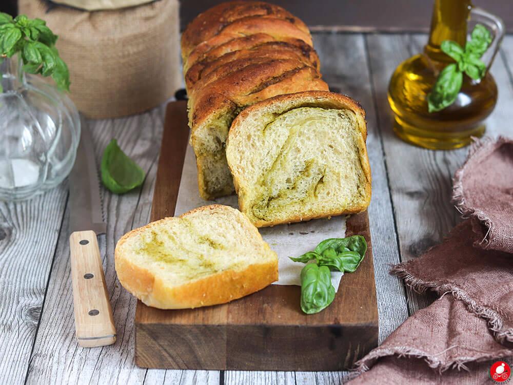 La Mozzarella In Carrozza - Panbrioche salato al pesto