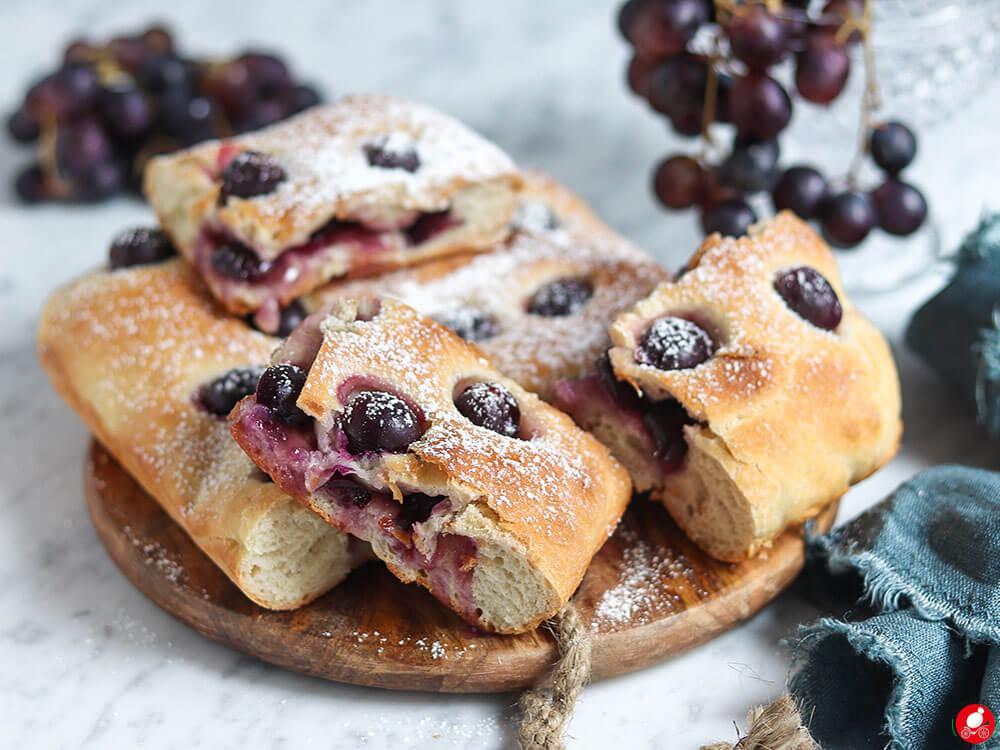 La Mozzarella In Carrozza - Focaccia all'uva