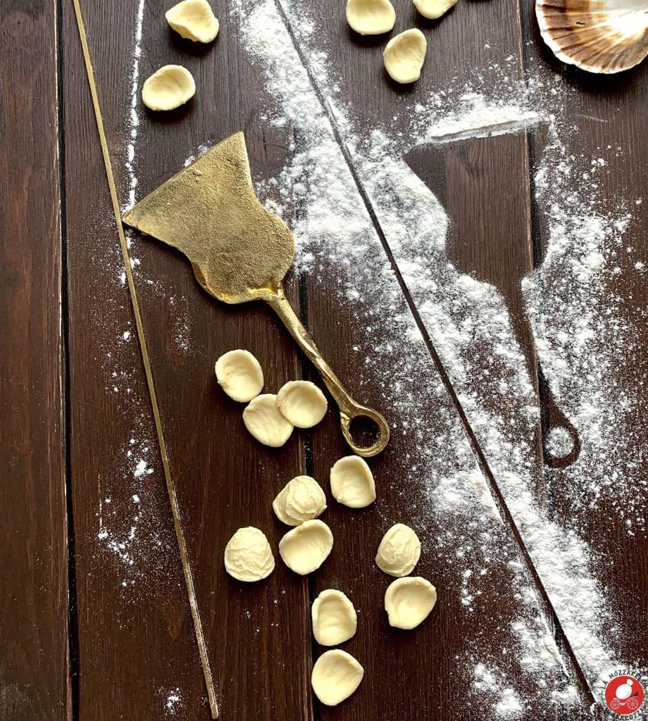 La Mozzarella in Carrozza - Dietro ad un tavolo di legno