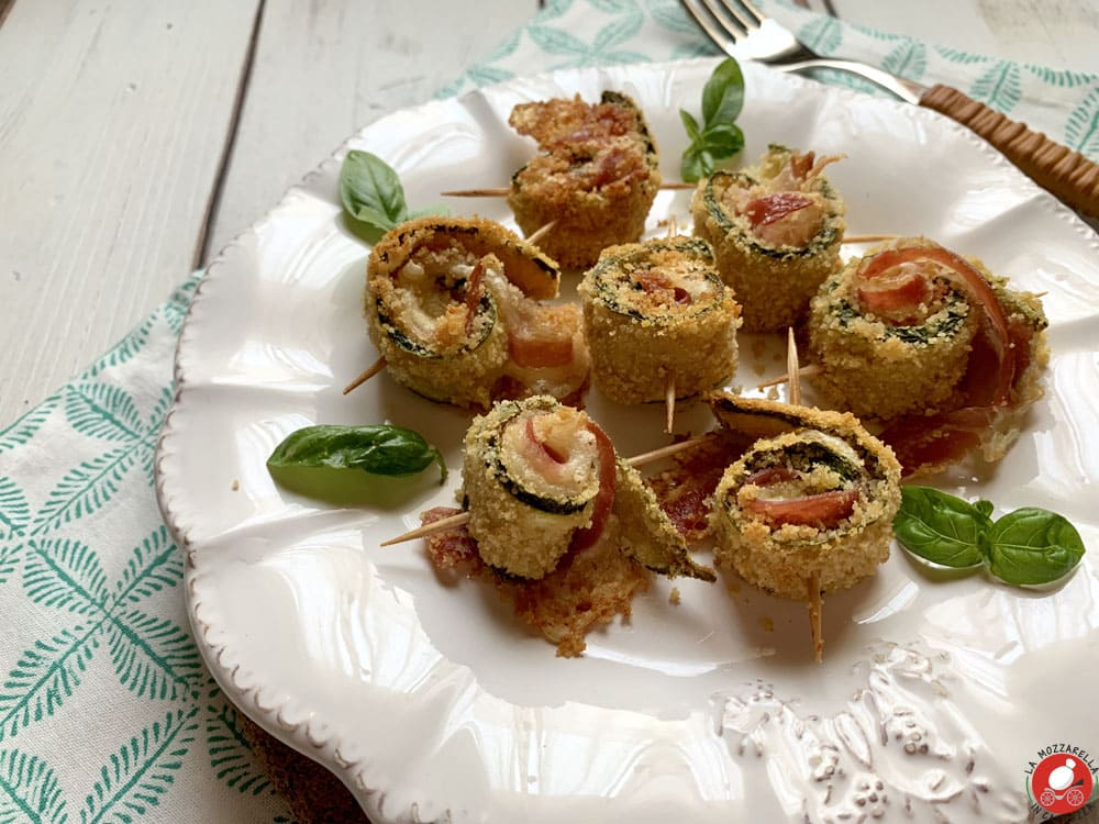 La Mozzarella In Carrozza - Crunchy zucchini rolls with bacon and cheese