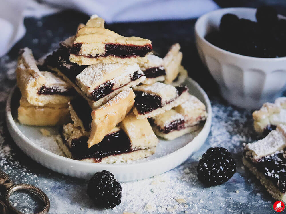 La Mozzarella In Carrozza - BlackBerry jam filled vegan crostata