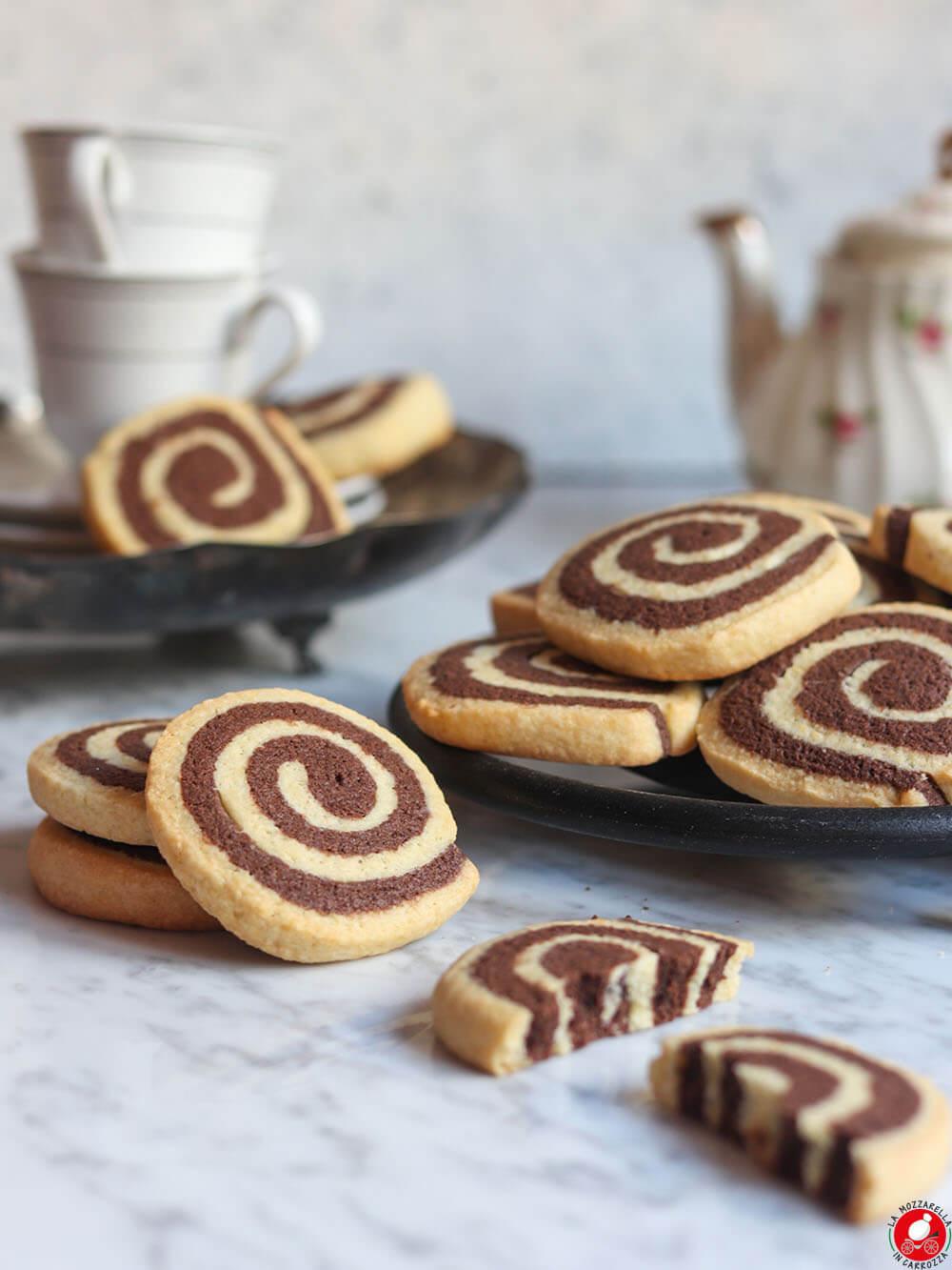 La Mozzarella In Carrozza - Biscotti girelle cacao e vaniglia