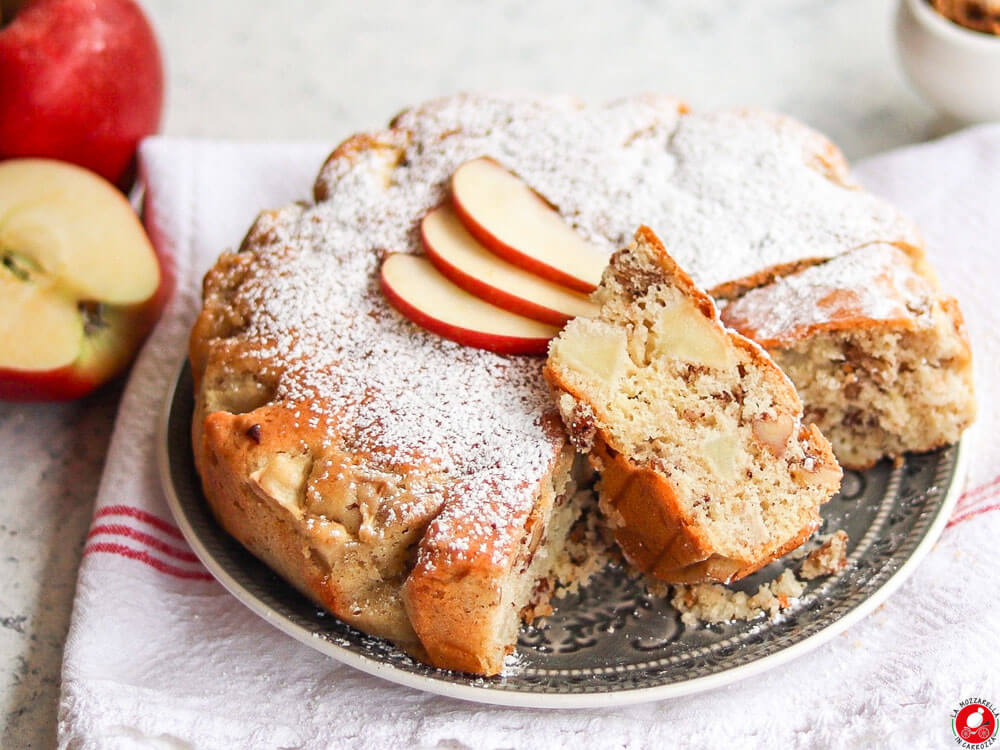 La Mozzarella In Carrozza - Apple and walnut cake